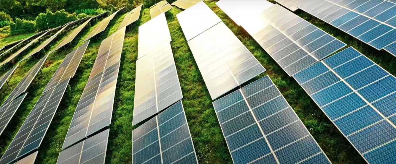 Встановлення Сонячних Панелей і Станцій